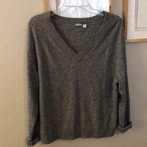Gap Grey Sweater V neck